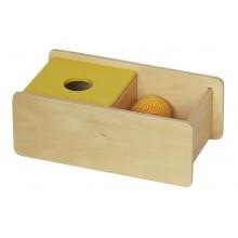 Box mit Strickball