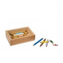 Kasten mit farbiger Perlentreppe von 1 bis 9 und neun goldenen Zehnerstäbchen